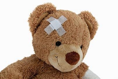 Br mit Verband nach einem Unfall